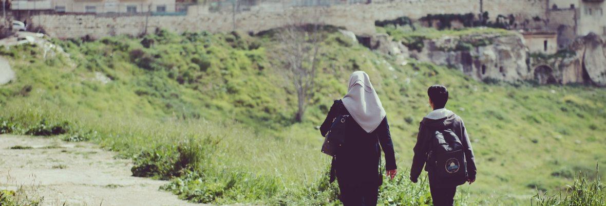 מעיר שסועה לחלום הצבר הלבן – לזכר מירון בנבנישתי
